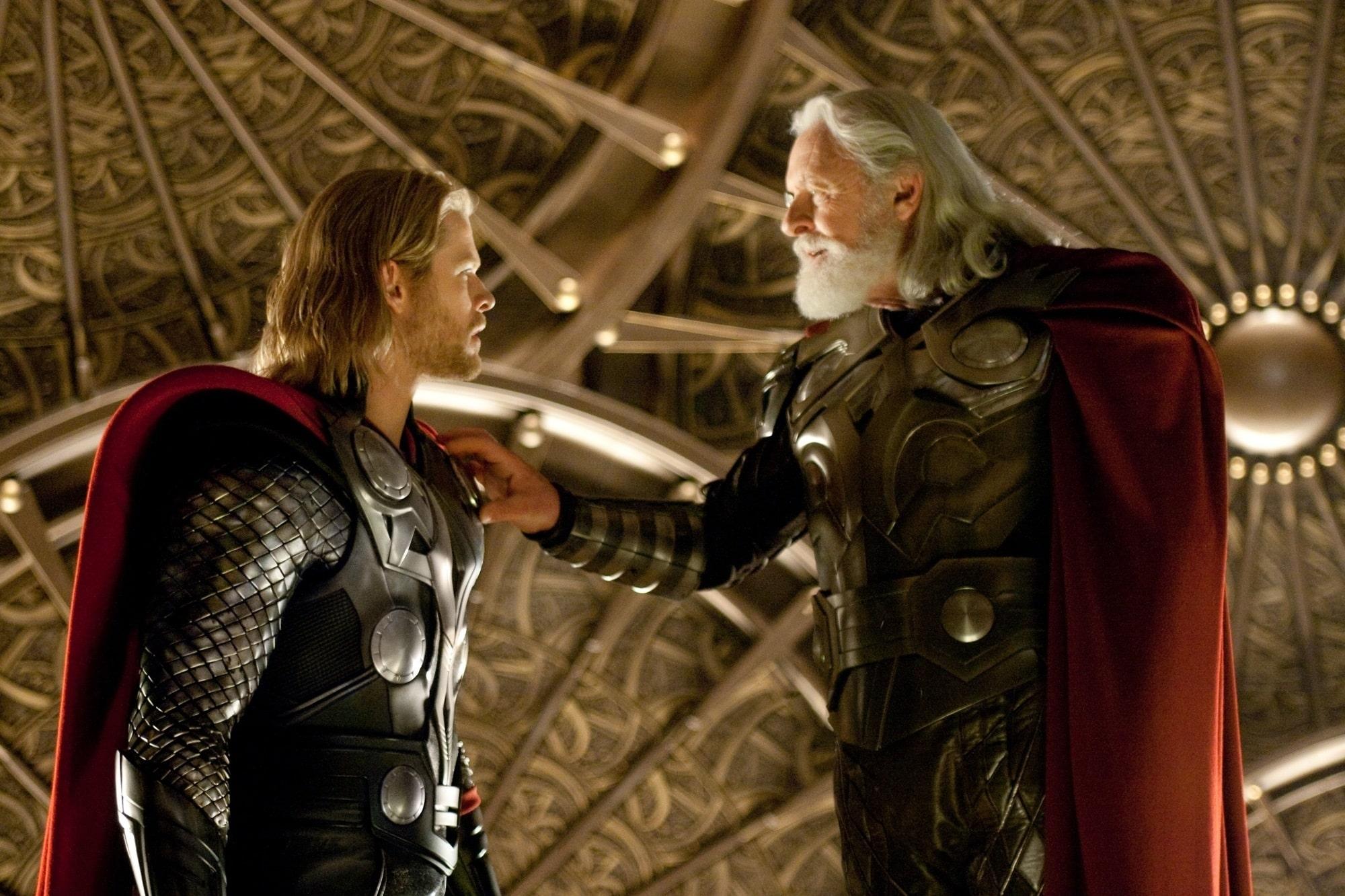 Odin tentando (em vão) dizer para Thor desistir desse filme merda